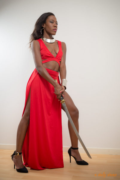 ayla shooting photo portrait collaboration photographe adailydream robe rouge guerriere sabre