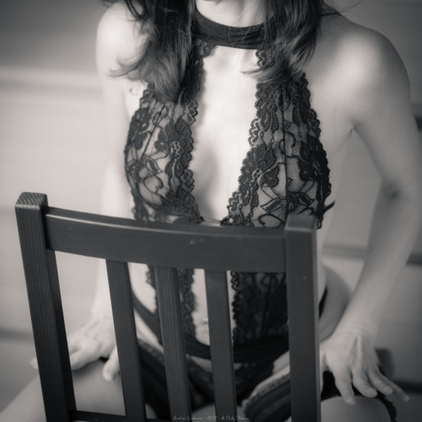 shooting photo boudoir collaboration orvault photographe adailydream lingerie monochrome noir et blanc