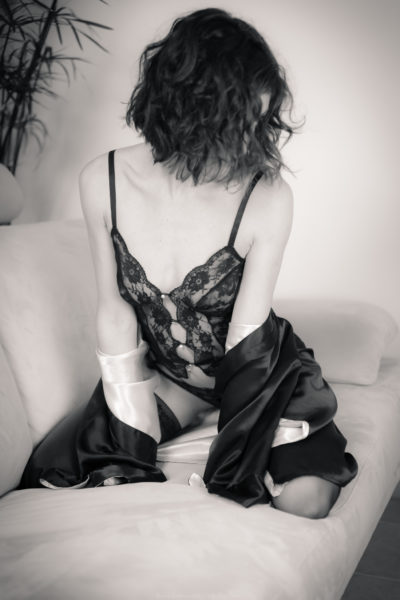 lou shooting photo boudoir collaboration orvault photographe adailydream lingerie monochrome noir et blanc